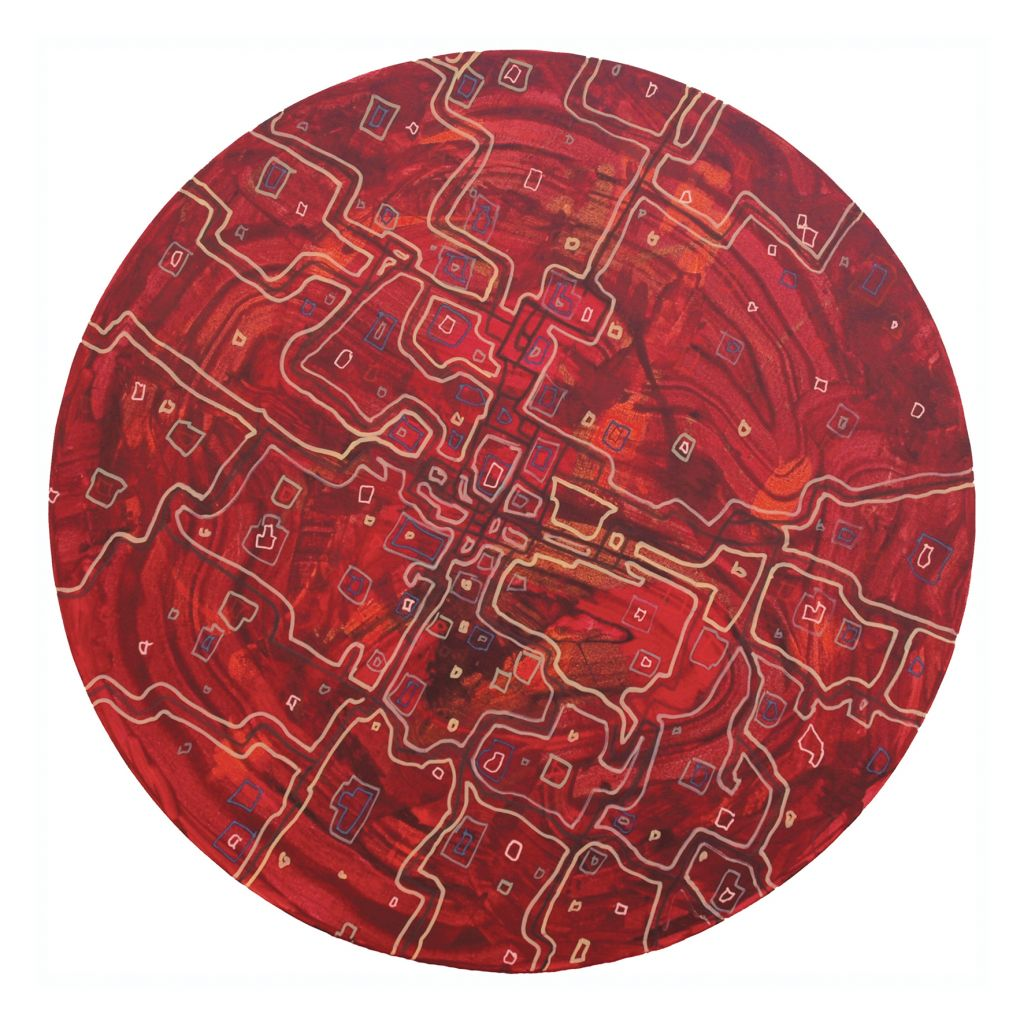 Littoisten kirkon alttarin ylle ripustetussa Panu Thusbergin Kosmos-maalauksessa punasävyisellä ympyränmuotoisella taustalla risteilee vaaleita kuvioita, jotka muistauttavat kanavia tai tiestöä kartalla tai ilmakuvassa.