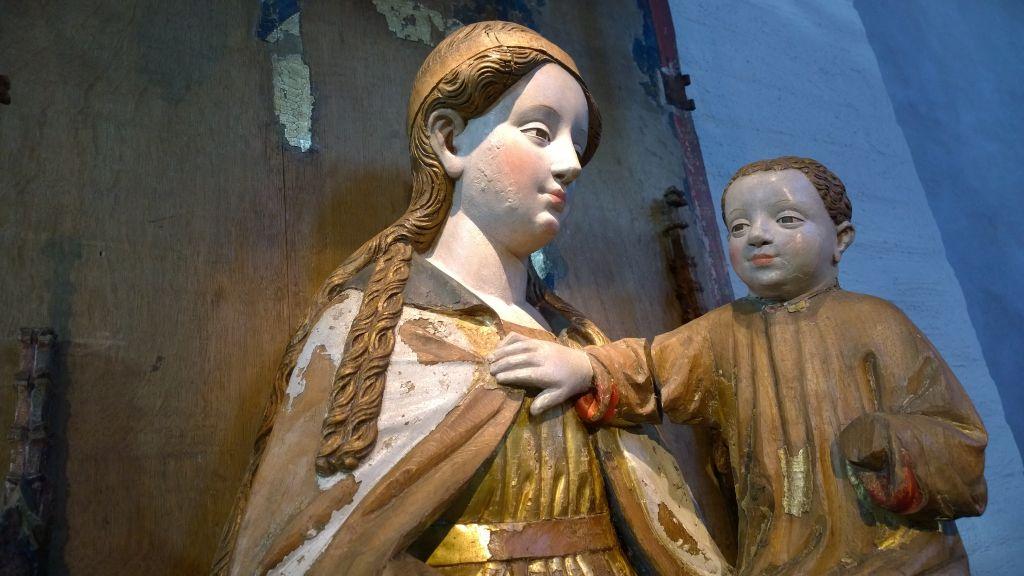 Keskiaikainen puuveistos Mariasta ja Jeesus-lapsesta